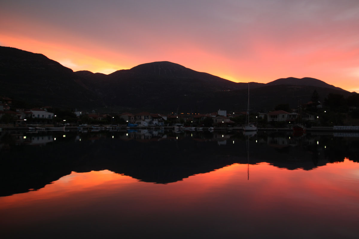 Trizonia, kurz vor Sonnenaufgang.